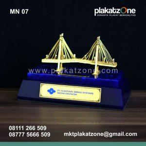 souvenir miniatur jembatan balerang